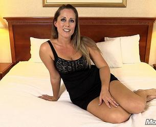 [MomPov.com] Amy (38 year old soccer mom loves to suck / E198) [30.01.2014, All Sex, Anal, MILF, BlowJobs, Cum in Mouth, Oral, POV, Gonzo, Hardcore, 1080p]