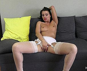 kow.19.06.18.vicky.love.sexting.in.stockings.mp4